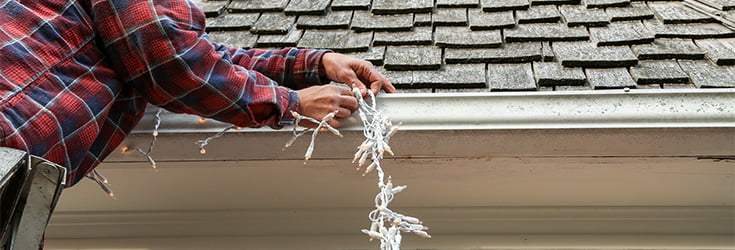 stay safe when hanging your christmas lights feature image